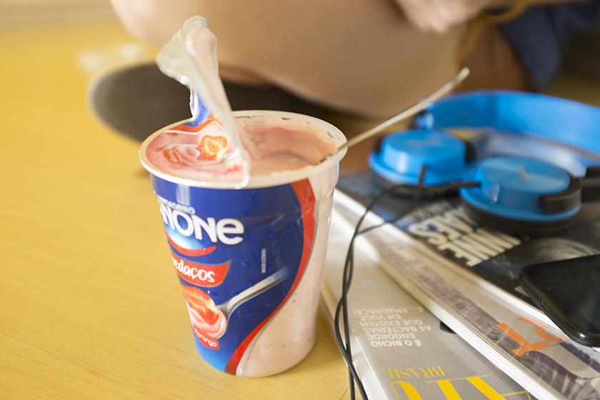 Iogurte Danone com pedaços sabor morango