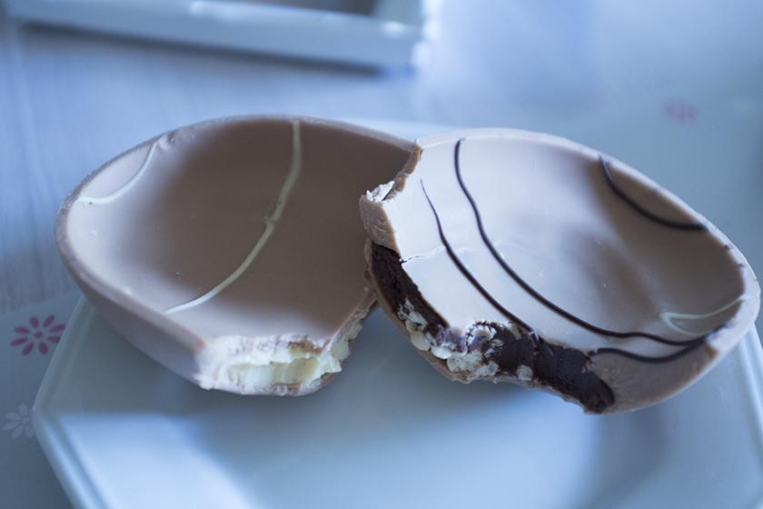 Ovo Dreams Cacau Show bomba de chocolate e creme recheio