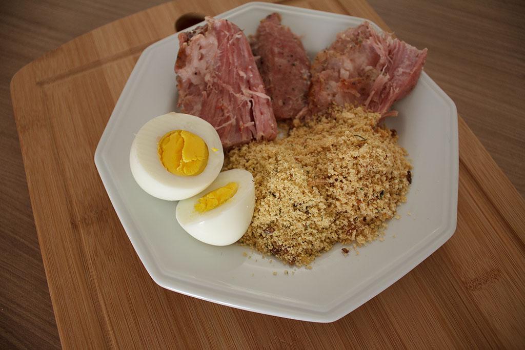 Farofas Premium Yoki Toque Caseiro no prato