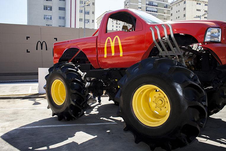 Monster Truck unboxing loja McDonald's