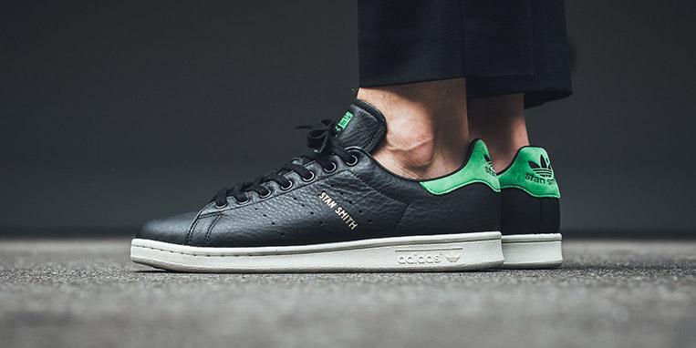 91ce5c7fa6a Linha Adidas Stan Smith recebe tênis versão preta (Core Black) com ...