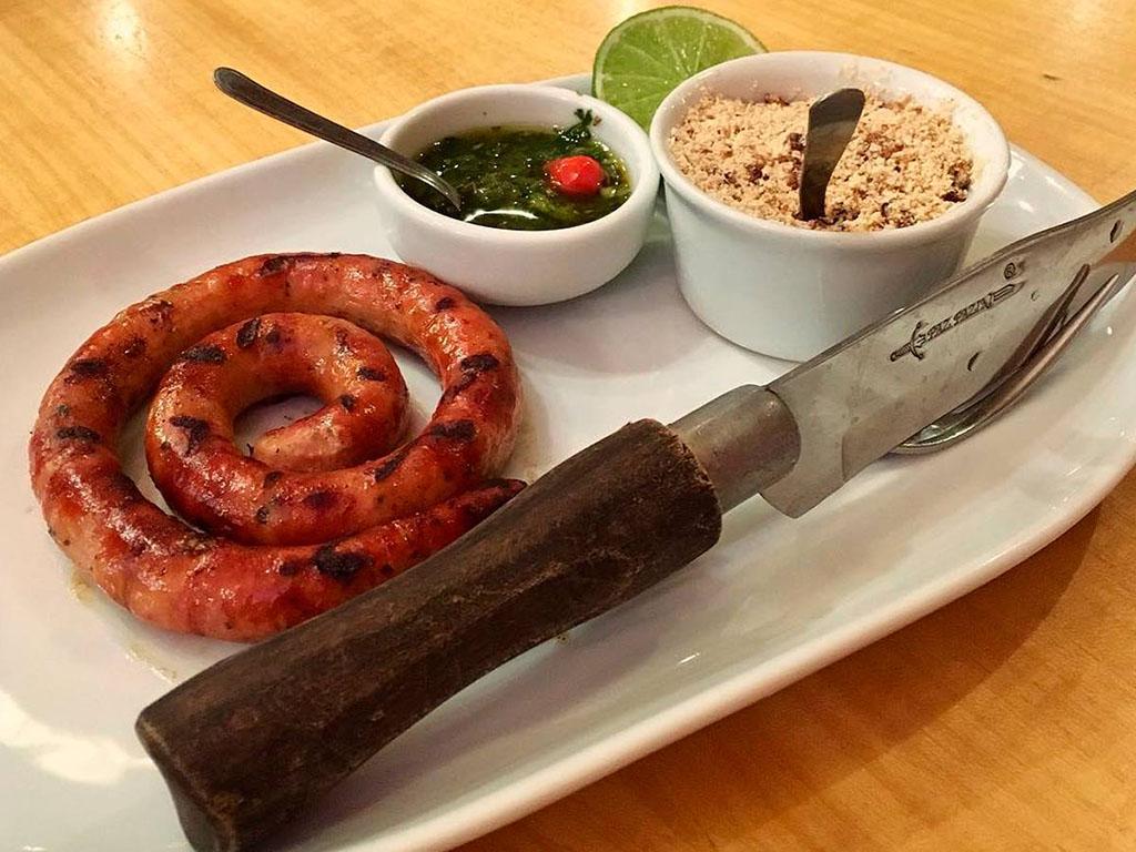 Linguicinha de Pernil defumada e grelhada na churrasqueira Madero
