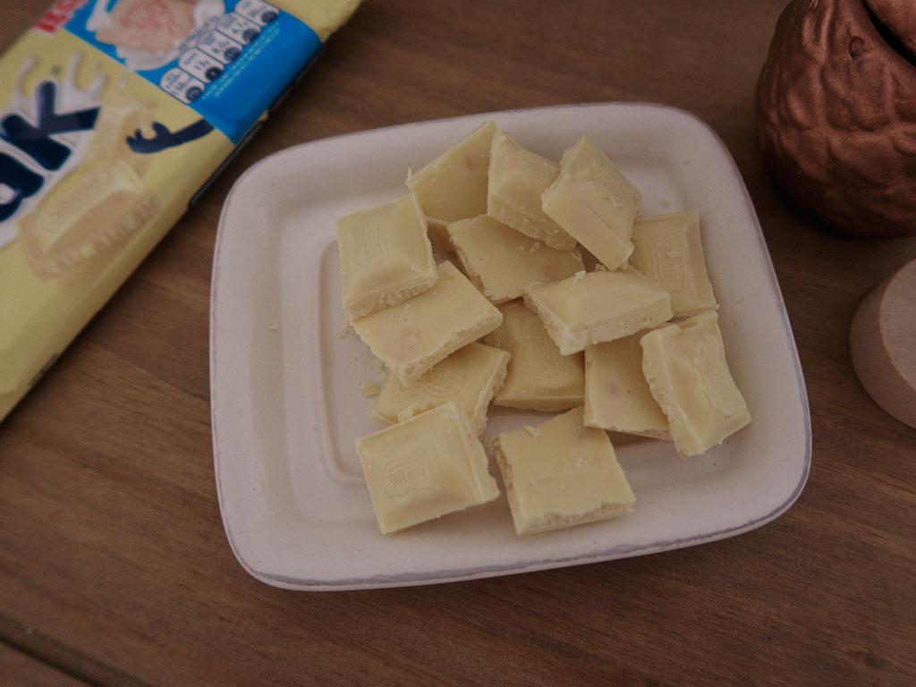 Pedaços Barra de Chocolate branco Galak + Passatempo