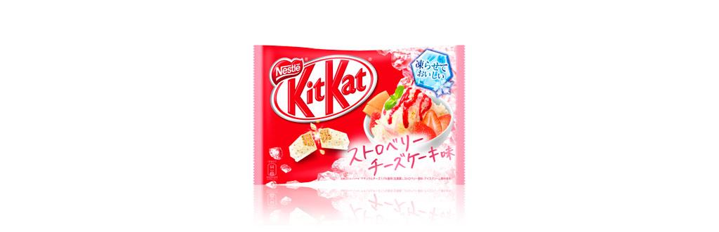 Kit Kat Cheesecake com Calda de Morango Japão